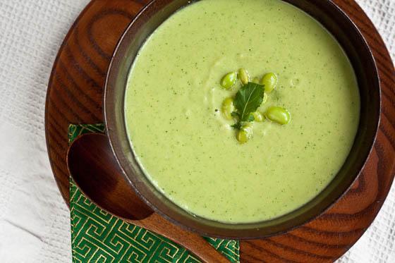 Крем-суп с зелёными бобами Эдамаме.