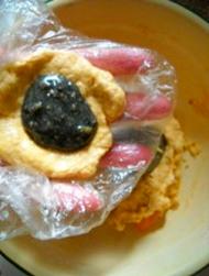 Приготовление блинчиков с хурмой и кунжутом.