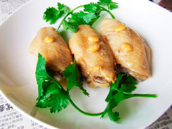 Куриные крылышки под жёлтым соусом по китайскому рецепту.