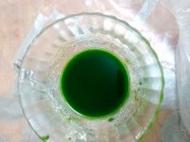 Сок из листьев пак-чой.