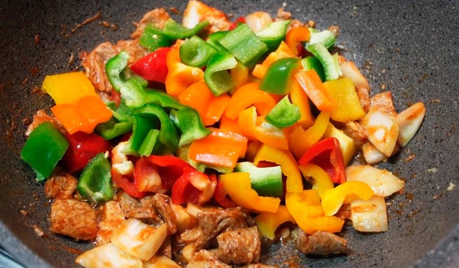 Овощи и соевое мясо для Поккыма.