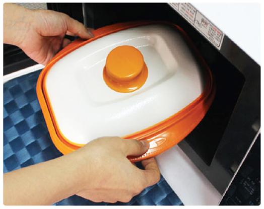 Приготовление еды в сковороде для микроволновой печи Range Mate.