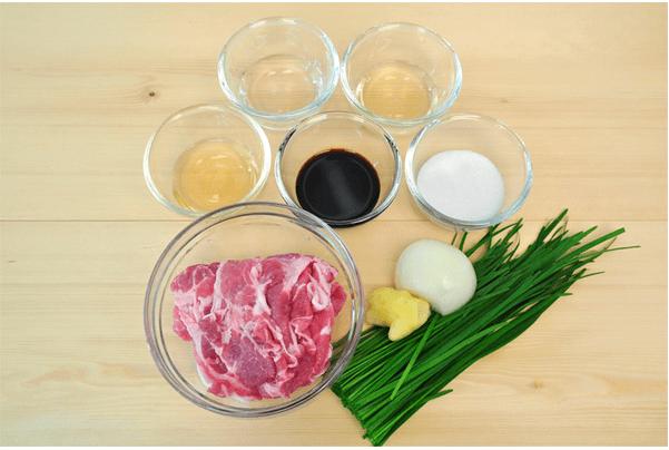 Ингредиенты для жареной свинины с имбирём.