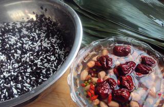 Ингредиенты для пирожков цзунцзы.
